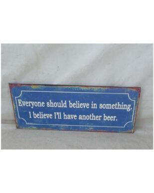 """Metalskilt med tekst. """"Everyone should believe in something. I belive i'll have another beer."""""""