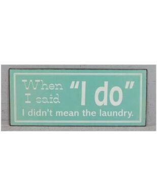 "Metalskilt med tekst. ""When I said 'I do' i didn't mean the laundry"""
