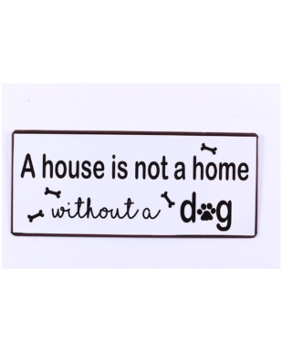 """Metalskilt med tekst. """"A house is not a home without a dog"""""""