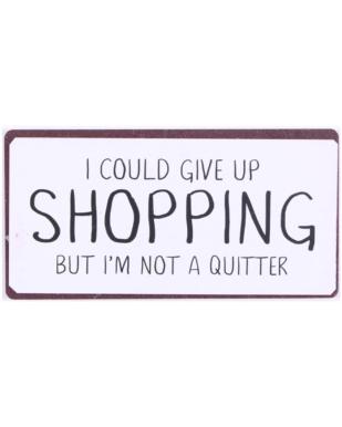 "Magnet med tekst. ""I could give up  shopping but i'm not a quitter"""