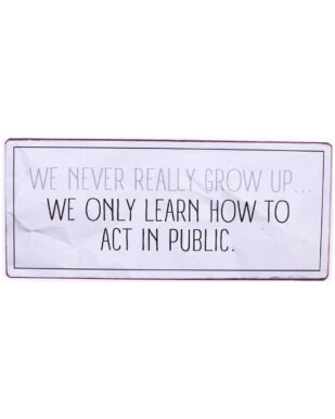 """Metalskilt med tekst. """"We never really grow up… We only leartn how to act in public"""""""