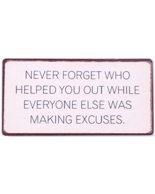 """Magnet med tekst. """"Never forget who helped you out while everyone else was making excuses"""""""