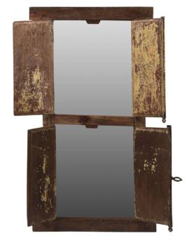 Spejl i gammel vinduesramme