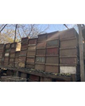Trækasser lavet af genbrugstræ